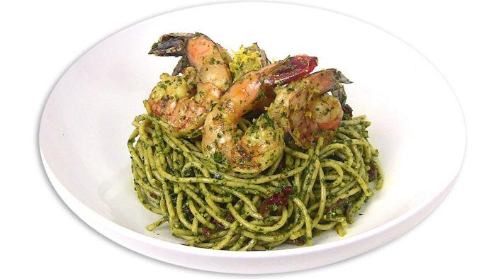 spaghetti-integrali-al-pesto-e-gamberoni